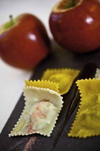 Tortelli di anatra e mele Kanzi® con caramello all'aceto di mele