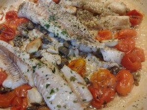 Filetti di merluzzo dell alaska con pomodorini e capperi